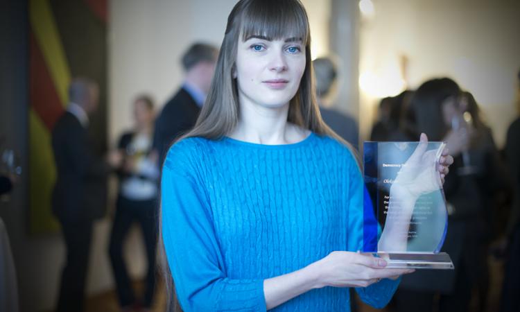 Democracy Defender Award winner Oleksandra Matviychuk holding the award at the presentation ceremony, February 24, 2016. (USOSCE/Colin Peters)
