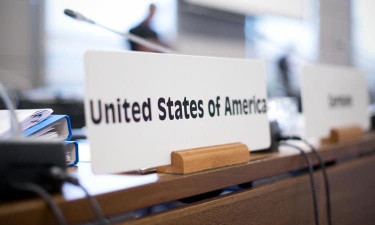 Табличка США в конгресс-центре Хофбург в Нойер-зале, в котором проводятся заседания Постоянного совета ОБСЕ, 9 марта 2016 года. (USOSCE/Colin Peters)