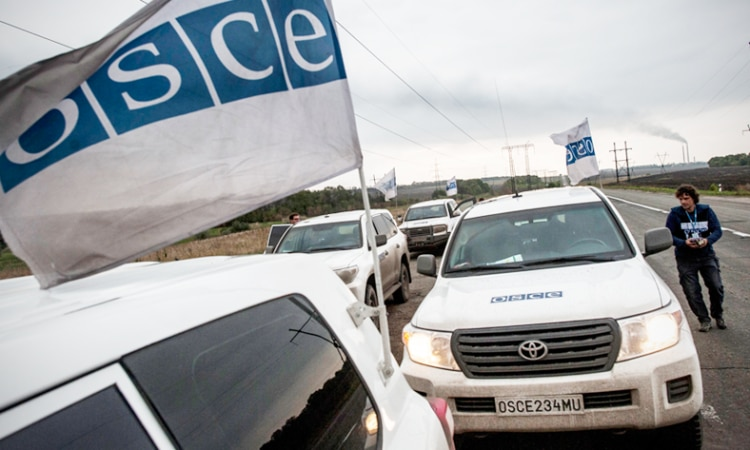 OSCE monitors patrolling in eastern Ukraine. (OSCE/Evgeniy Maloletka)